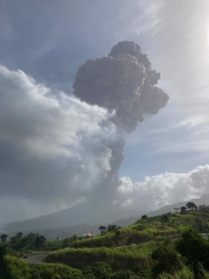 volcano eruption plume